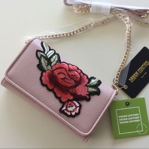 💥HP💥🌹NWT Embroidered  Rose Wallet/Crossbody🌹